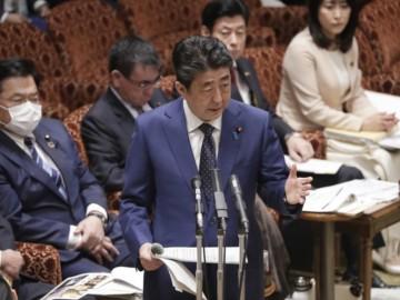 安倍首相宣布明年不会9月分开学